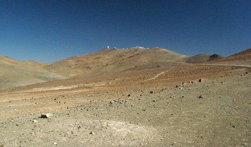 La Silla mäe otsas, tegelikult oli sealt näha ka Las Campanase observatoorium teise mäe otsas
