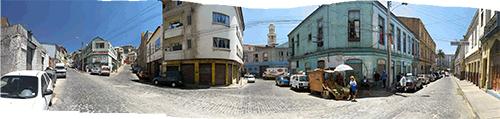 Valparaíso tänavate keskel