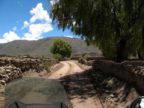 Üks paremini hoitud küla teel Potossisse