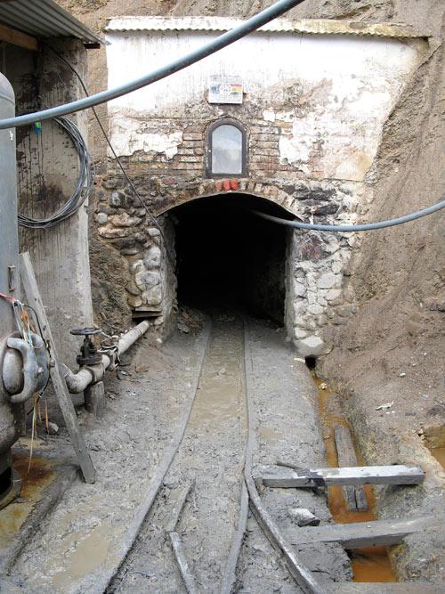Sissekäik Cunti kaevandusse - me läksime umbes pooleteise kilomeetri sügavusele mäe sisse