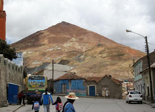 Cerro Rico - siin on kaevandustes aegade jooksul elu kaotanud 8 miljonit inimest