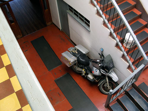 Moto hostelis