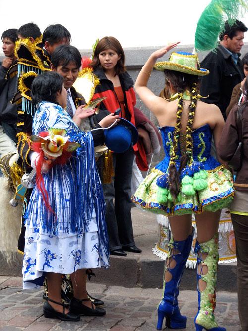 Pikk pats ja kahar seelik - traditsioon uues kuues