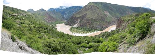 Peruu (1) - jõgi mägede vahel