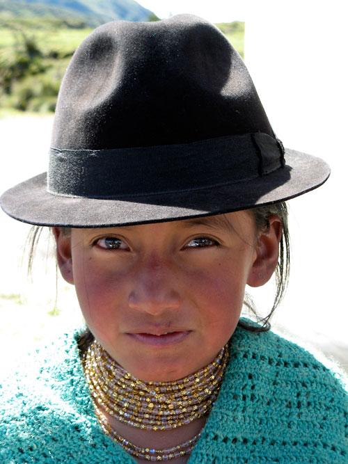 Tüdruk traditsioonilisis rõivais