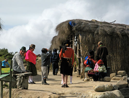 Ecuadori lapsed oma tegemistes (klikka, et suurendada)