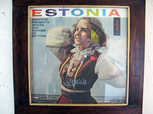 Vinüülpaat Colombia-Eesti kodu seinal