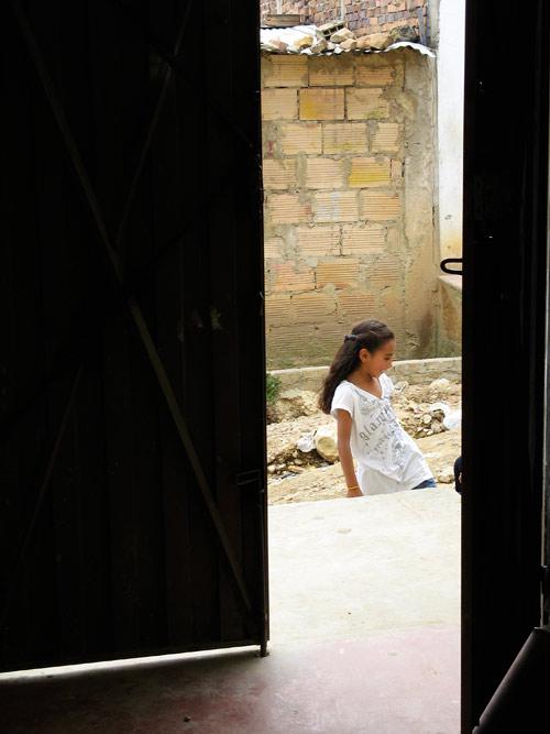 Tüdruk tänaval
