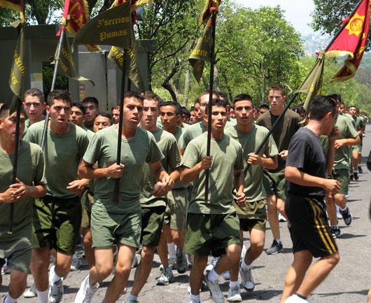 Sõjakooli noormehed jooksul