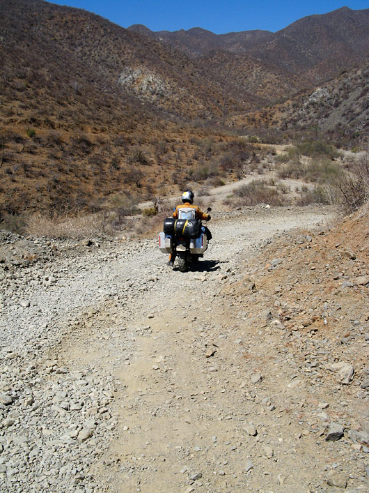 Baja California kuivanud loodusega ja kaktustega kaetud mägedesse...
