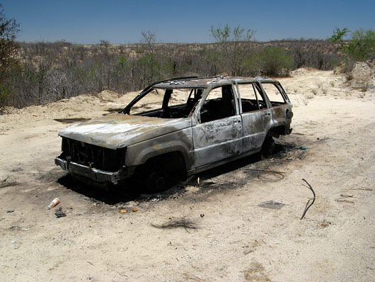 Põlenud auto tee ääres - neid ikka leidub sealses kuumuses.