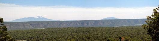 Grand Canyonist minema sõites - lumiste tippudega Rocky Mountains kaugustes