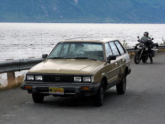 Palju teede äärde maha jäetud autosid Alaskal