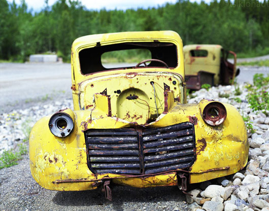 Mahajäetud romu Canol Road'i ääres, Kanada.
