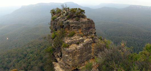 Blue Mountains (2) - üks kolmest õest