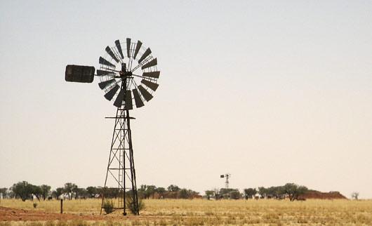 Tüüpiline Austraalia outback'i pilt - tuulikud keset tühjust