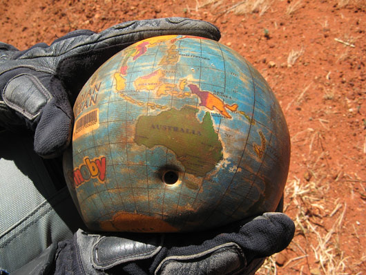 Teeäärest leitud gloobus-pall - selle võtsime kaasa - hea näha kus käinud oleme :)