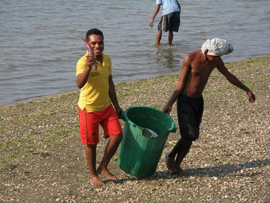 Mehed tulevad kalalt