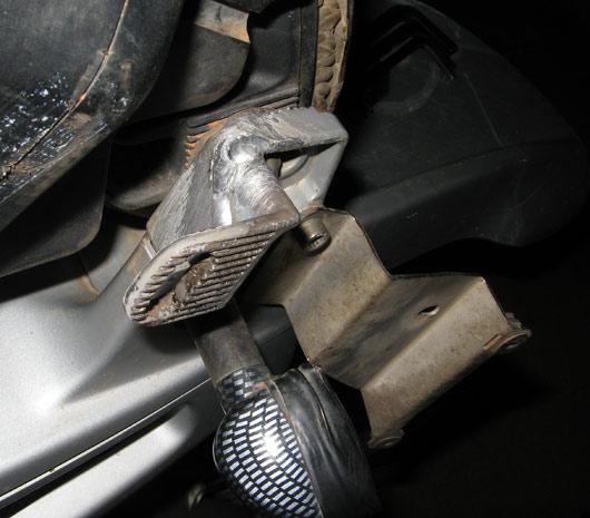 Alumiiniumi keevitust saanud esiklaasi raam
