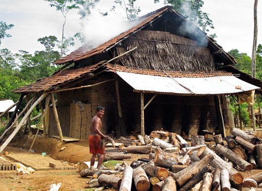 """Telliste põletamine spetsiaalselt tellisehunniku kohale ehitatud """"hoonega"""""""