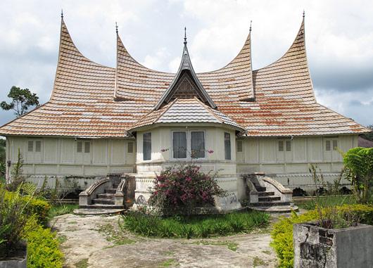 Tänapäevane Minangkabau maja