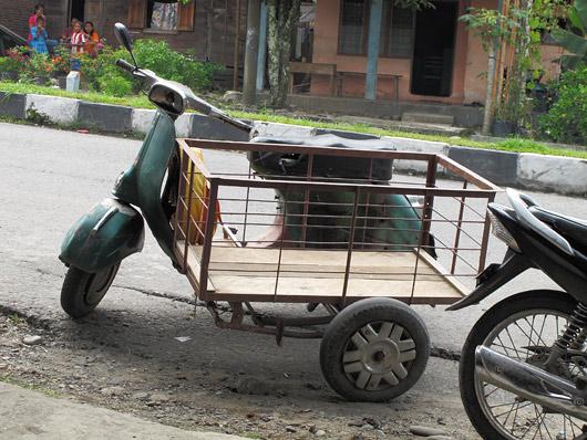 Transpordiks kohendatud külkaga Vespa
