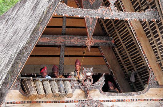 Bataki pillimehed musitseerimas