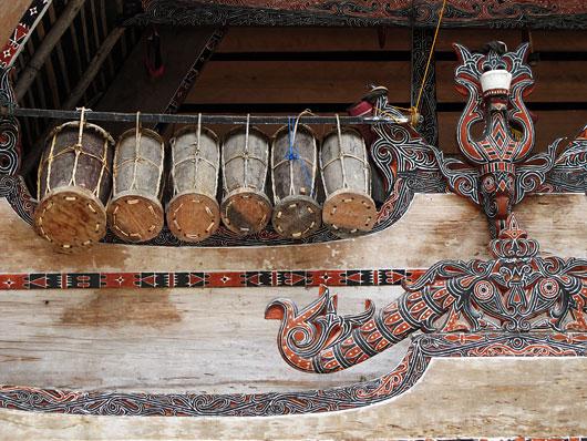 Bataki trummid vastu traditsioonilist hoonet