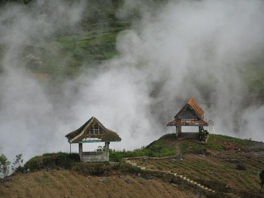 Aurav järv vulkaaniliselt aktiivsel Diengi platool