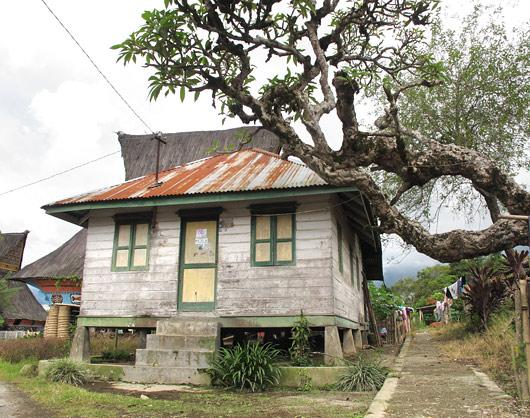 Lingga küla korralikumaid hooneid