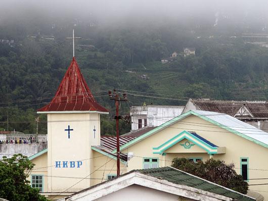 Tavalisem kirik Berastagis