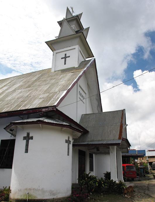 Karo bataki minimalistlikumas stiilis kirik
