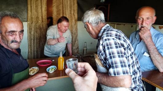Armeenia lihunikega turu baaris viina viskamas