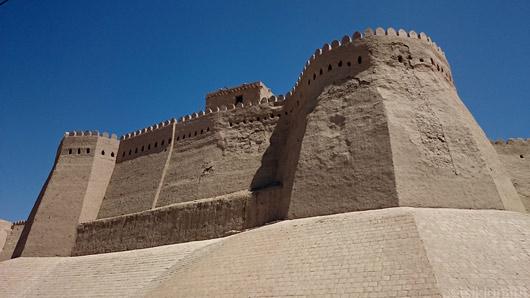 Hiiva vanalinna müür