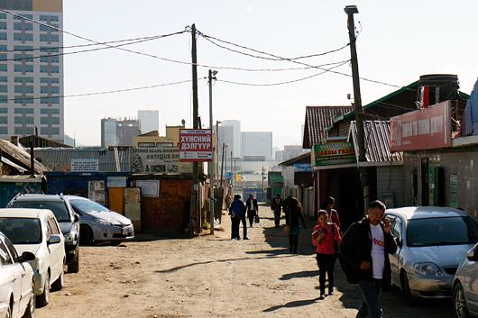 Nagu kolmandale maailmale omane - isegi pealinna kõrvaltänavad on kui suur küla